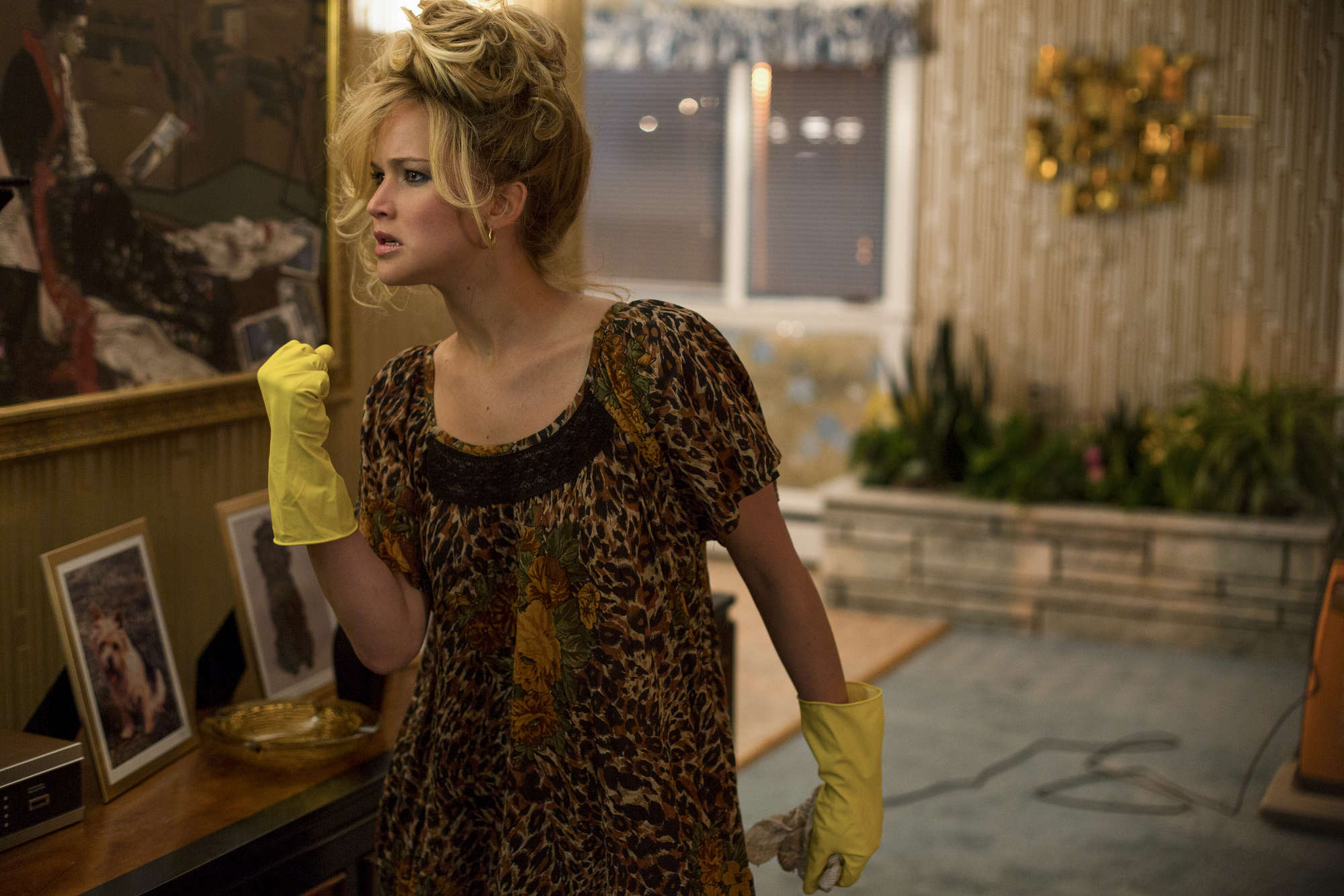 http://www.gotceleb.com/wp-content/uploads/celebrities/jennifer-lawrence/american-hustle-stills/Jennifer-Lawrence:-American-Hustle--04.jpg