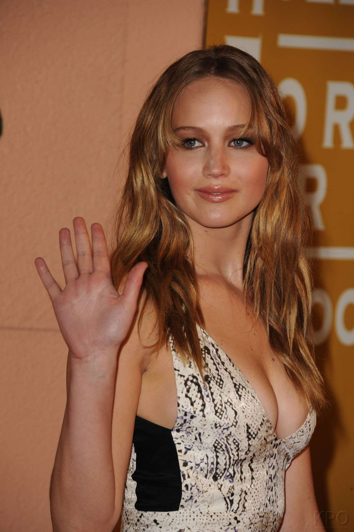 Jennifer Lawrence Hot Cleavage 09