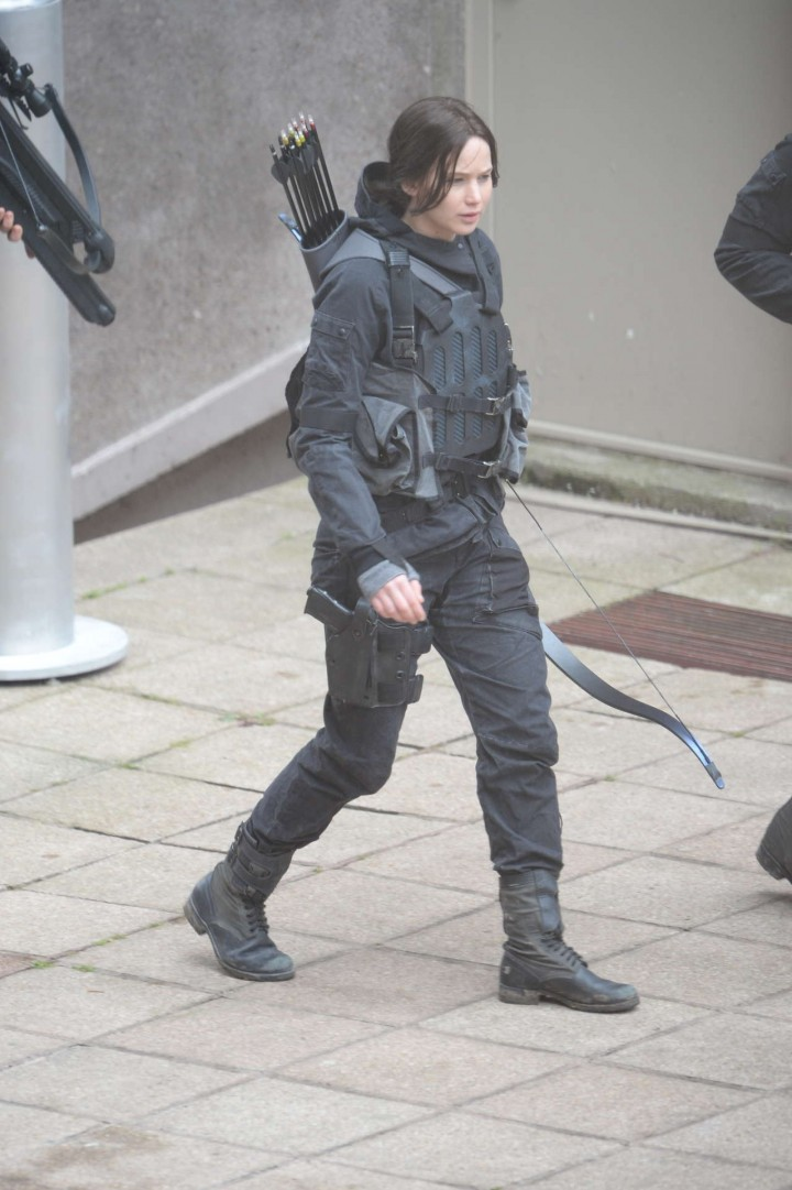 Jennifer Lawrence - filming Mockingjay in Paris -05