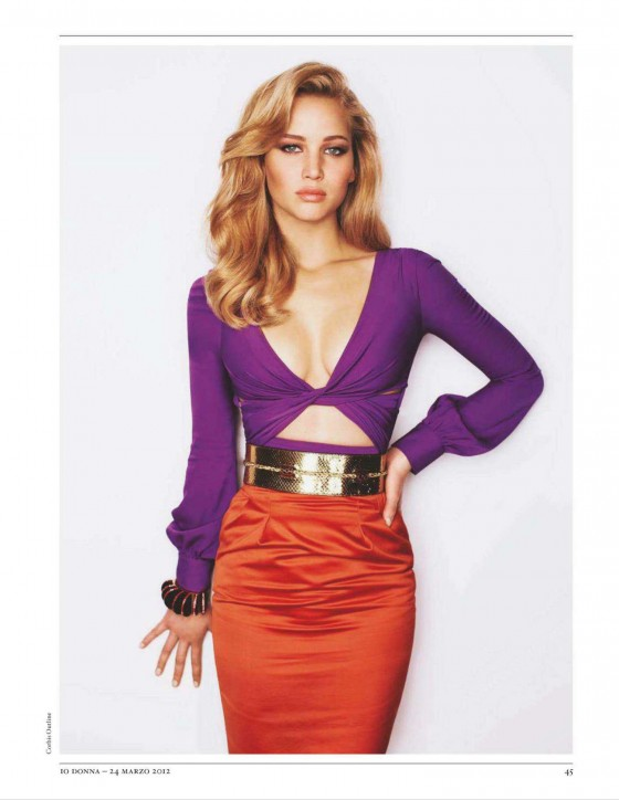 Jennifer Lawrence in IO Donna Magazine 2012 cover-02