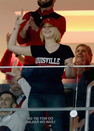 Jennifer Lawrence - Kentucky Wildcats Game at KFC YUM! Center in Louisville