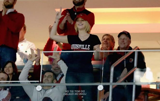 Jennifer Lawrence - Kentucky Wildcats Game at KFC YUM! Center in Louisville