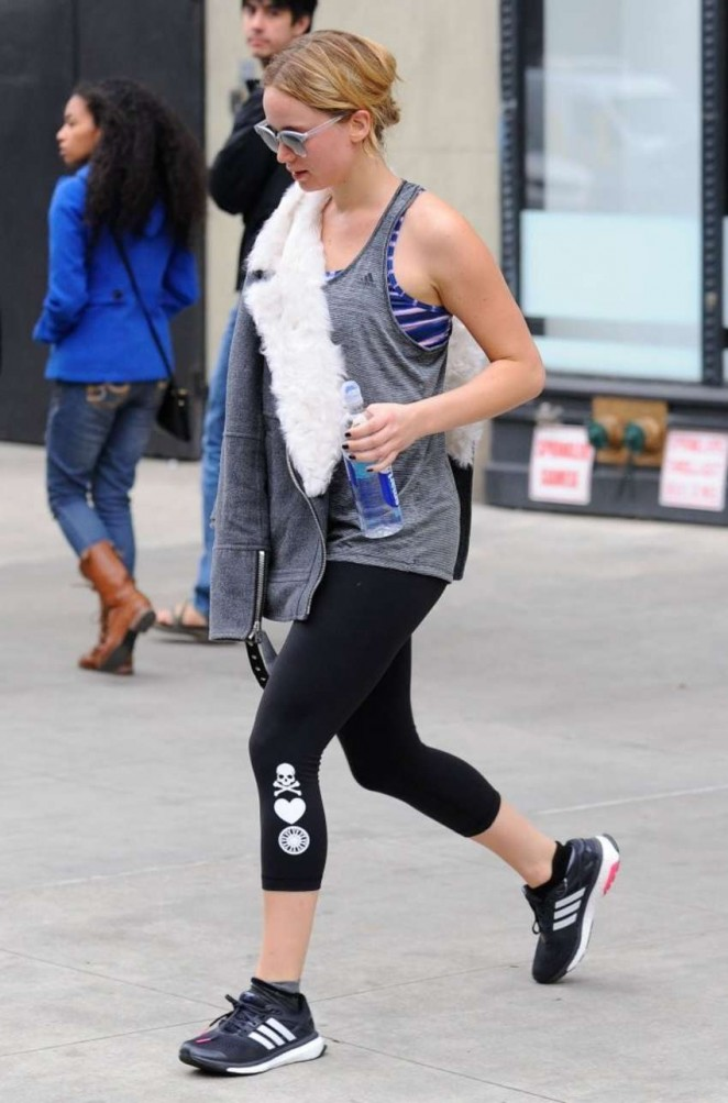 Jennifer Lawrence in Leggings Leaving the gym in NYC