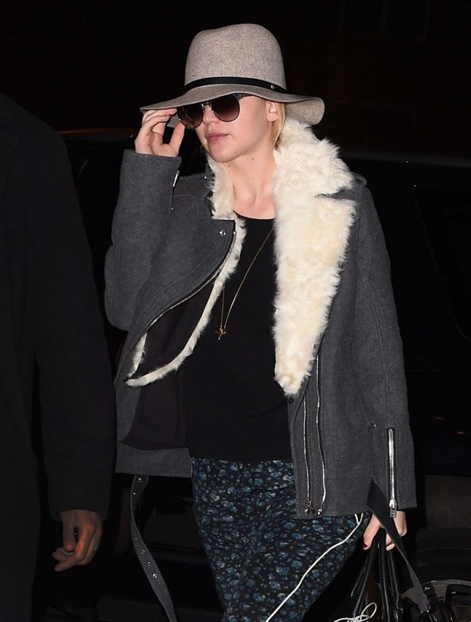 Jennifer Lawrence - Arriving at her hotel in New York