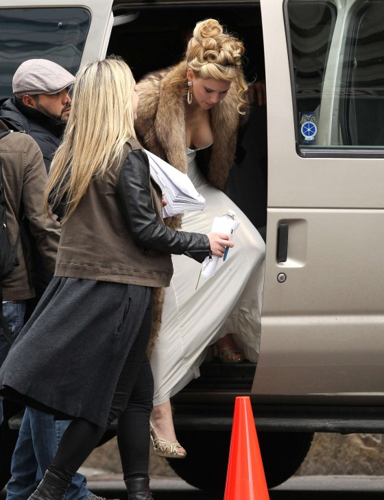 Jennifer Lawrence on the set of David O Russell movie in Boston-01