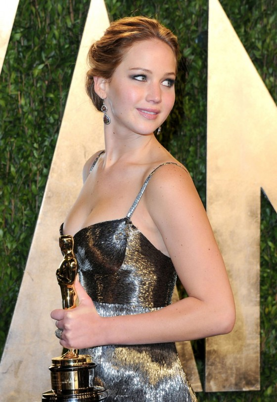 Jennifer Lawrence – Oscar 2013 – Vanity Fair Party -04