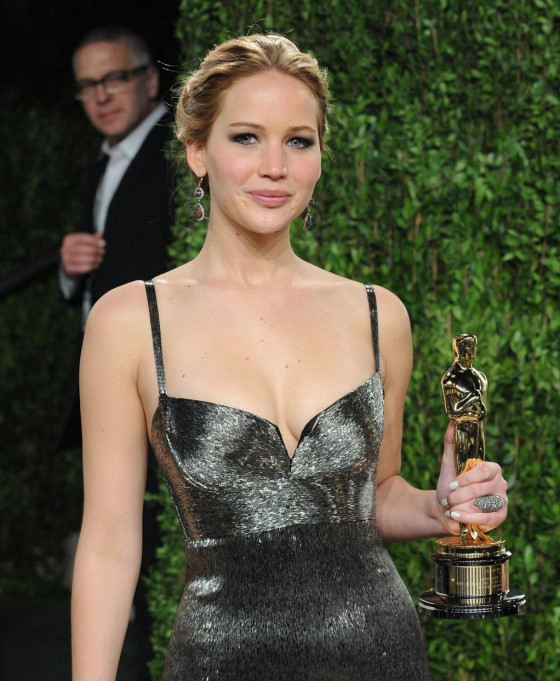 Jennifer Lawrence – Oscar 2013 – Vanity Fair Party -07
