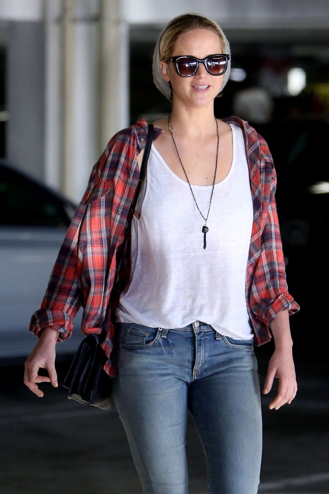 Jennifer Lawrence in Tight Jeans Out in Los Angeles