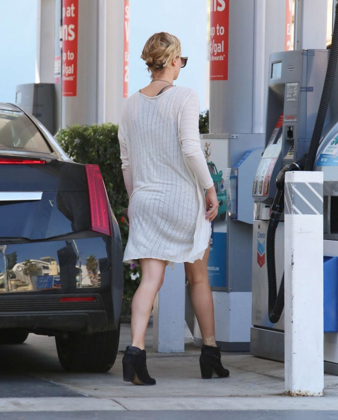 Jennifer Lawrence Leggy in Mini Dress -09