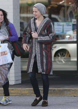 Jennifer Lawrence - Shopping Bargains on 'Black Friday' in Louisville