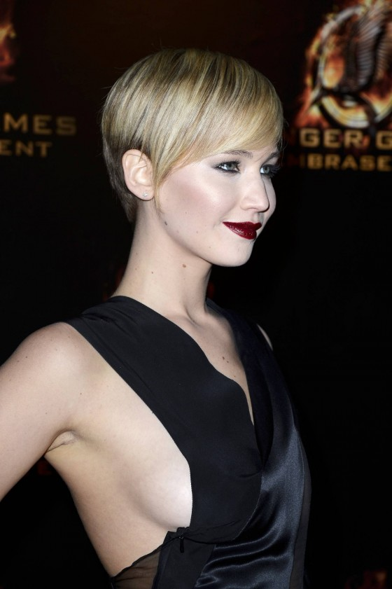 Jennifer Lawrence - The Hunger Games: Catching Fire premiere in Paris -05