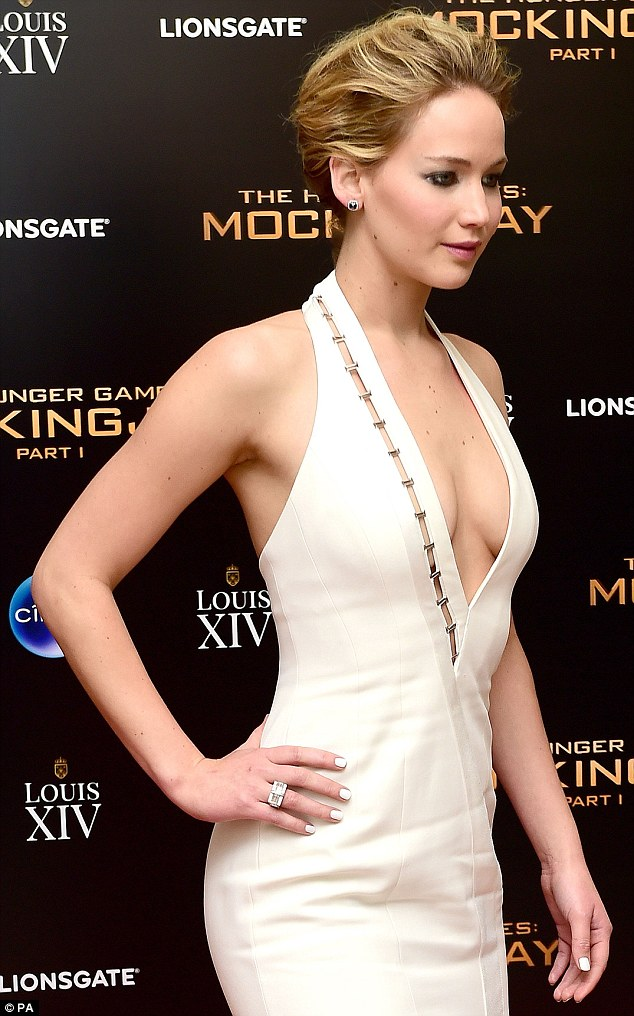 Jennifer Lawrence – The Hunger Games: Mockingjay Part 1 afterparty