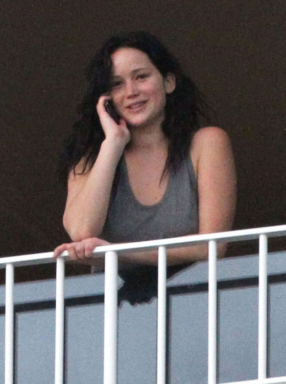 Jennifer lawrence without makeup at her hotel in hawaii