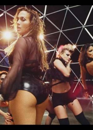 Jennifer Lopez: Adrenalina video caps -05