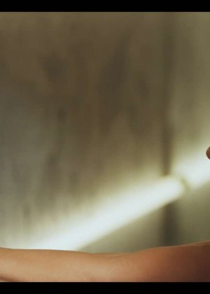 Jennifer Lopez: Adrenalina video caps -20