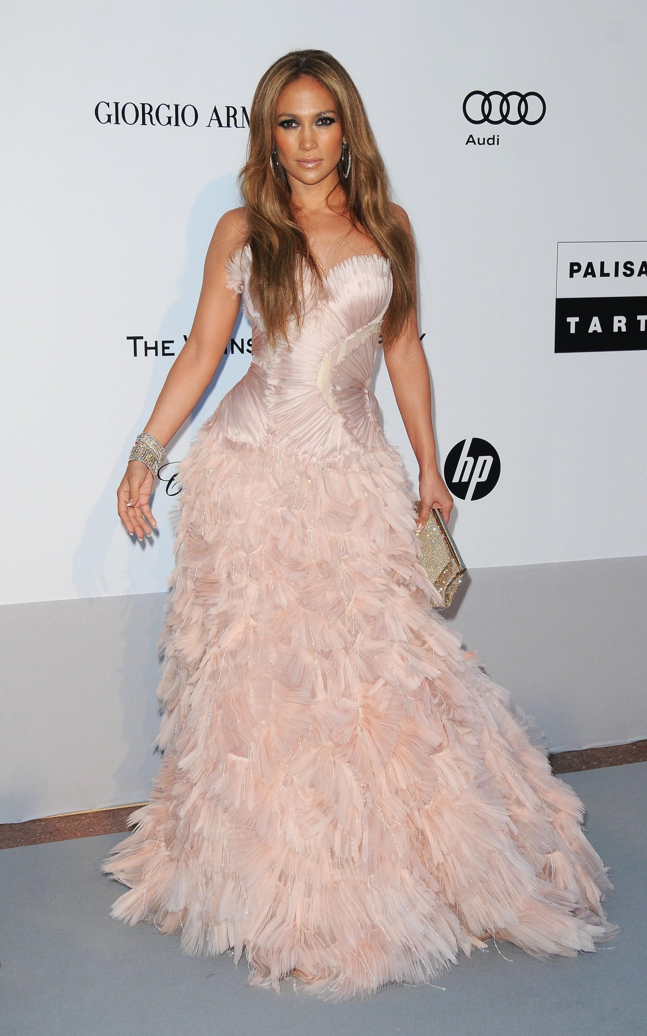 Jennifer Lopez 2010 : jennifer-lopez-at-amfars-cinema-against-aids-2010-benefit-gala-01