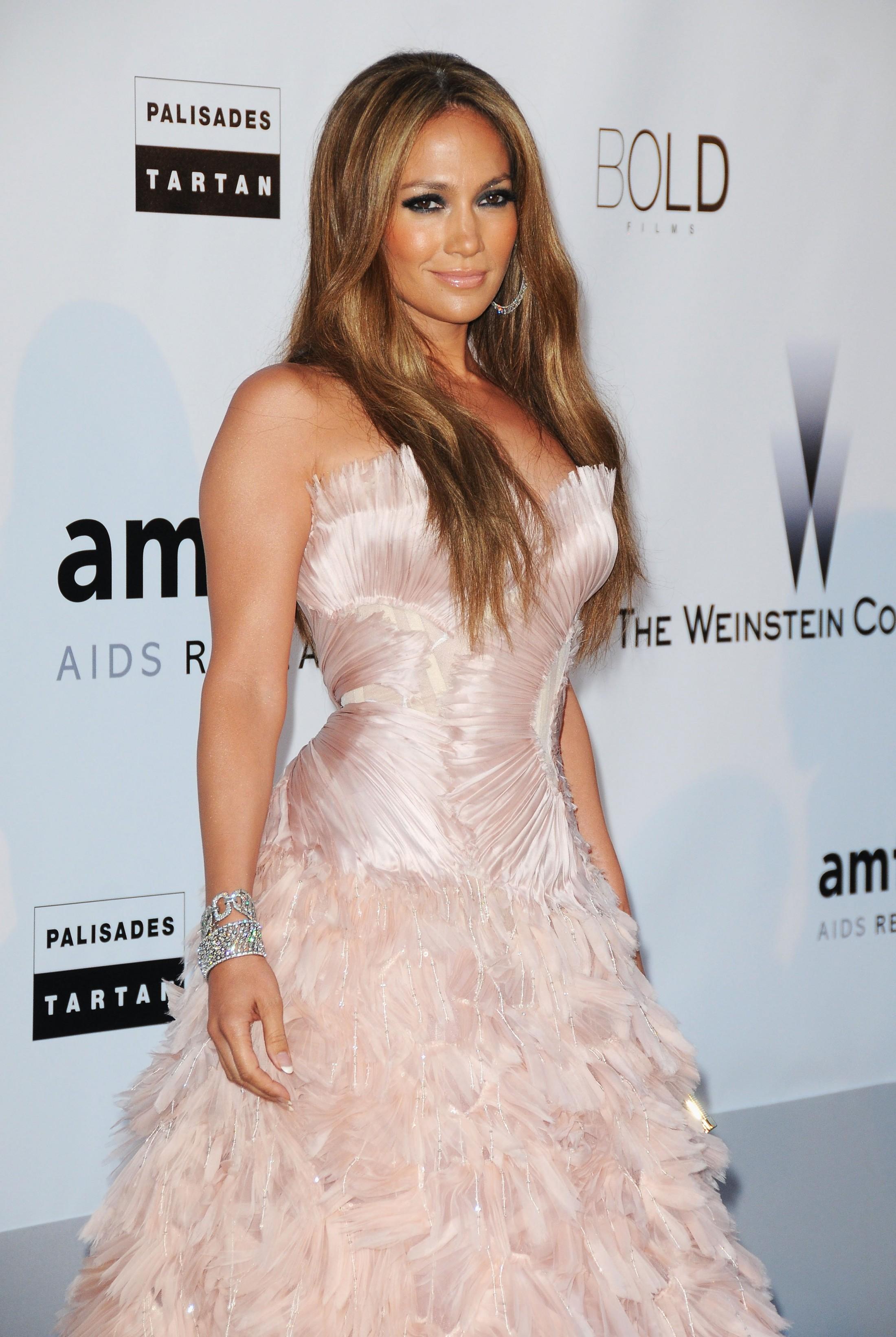 Jennifer Lopez 2010 : jennifer-lopez-at-amfars-cinema-against-aids-2010-benefit-gala-02