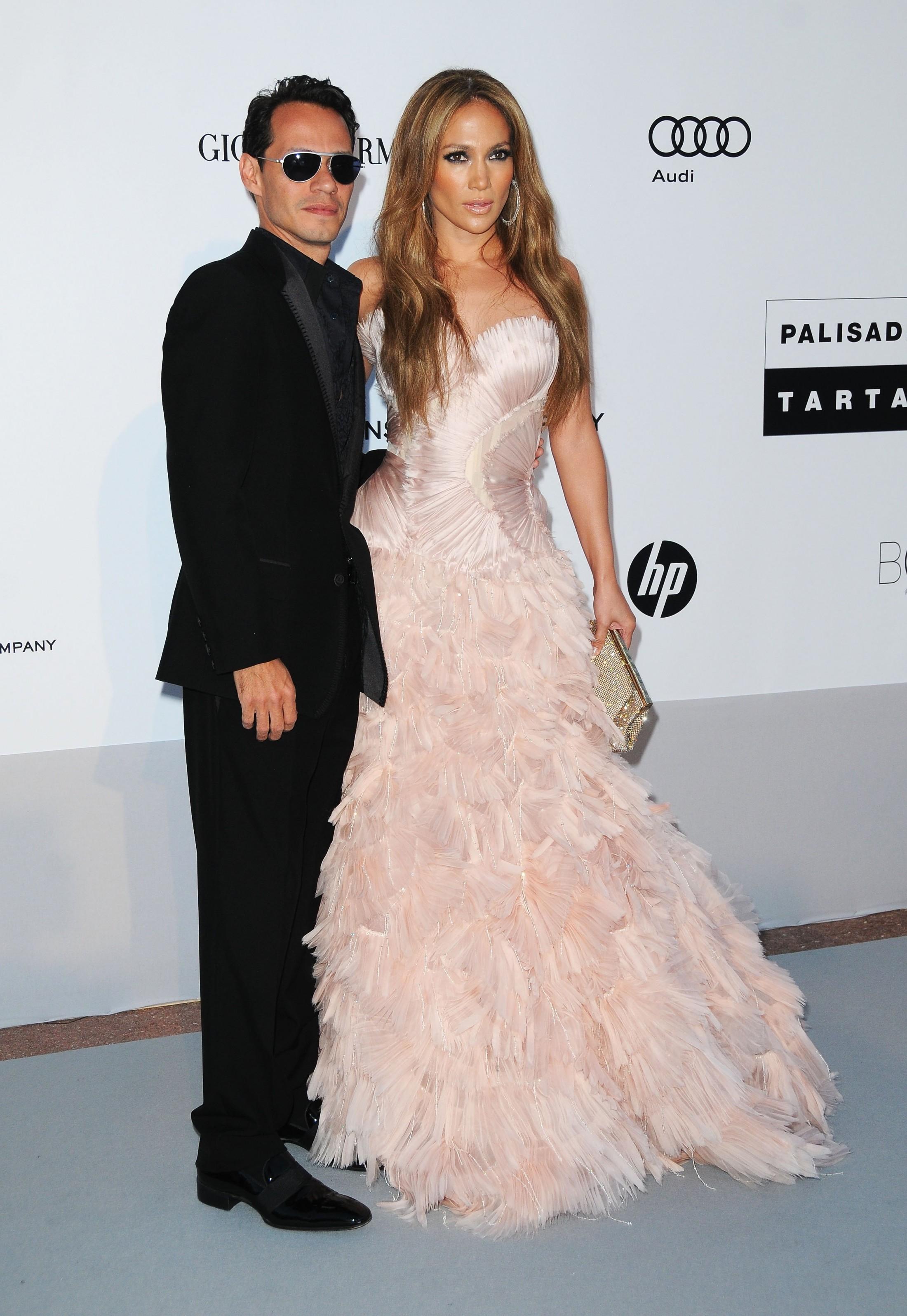 Jennifer Lopez 2010 : jennifer-lopez-at-amfars-cinema-against-aids-2010-benefit-gala-03