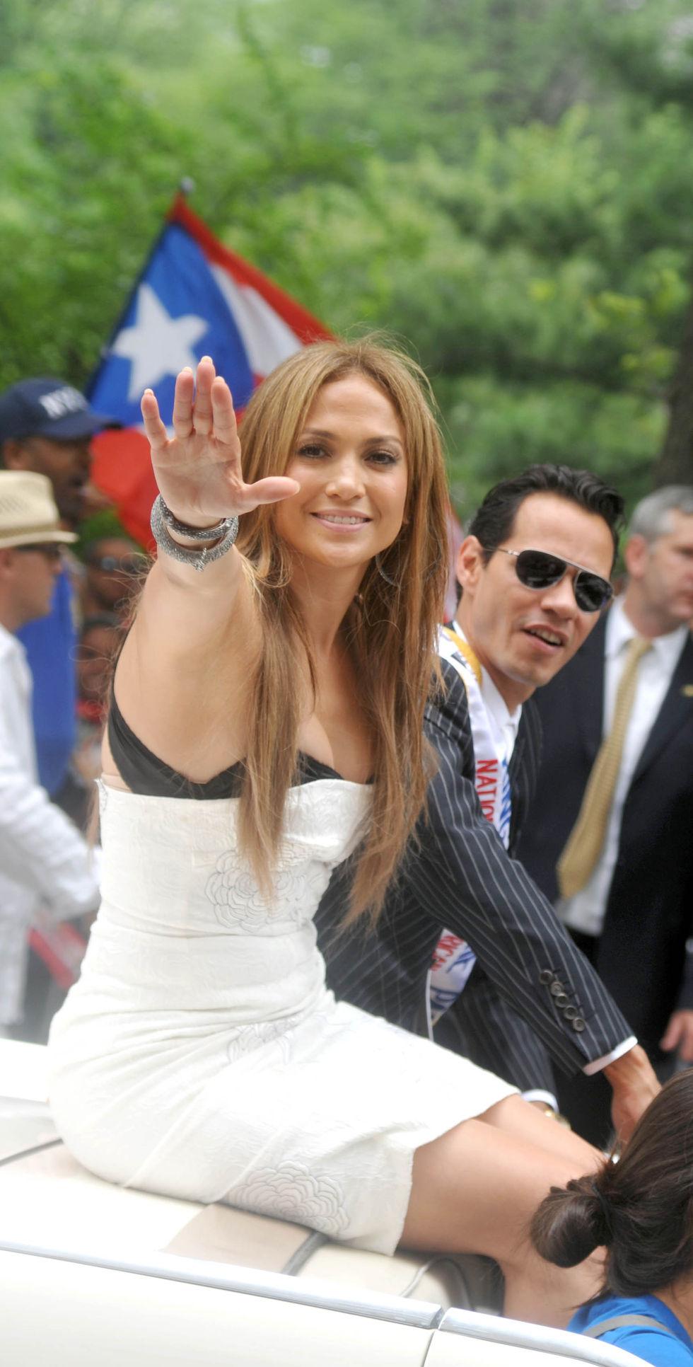 Jennifer Lopez 2010 : jennifer-lopez-at-puerto-rican-day-parade-jun-2010-02