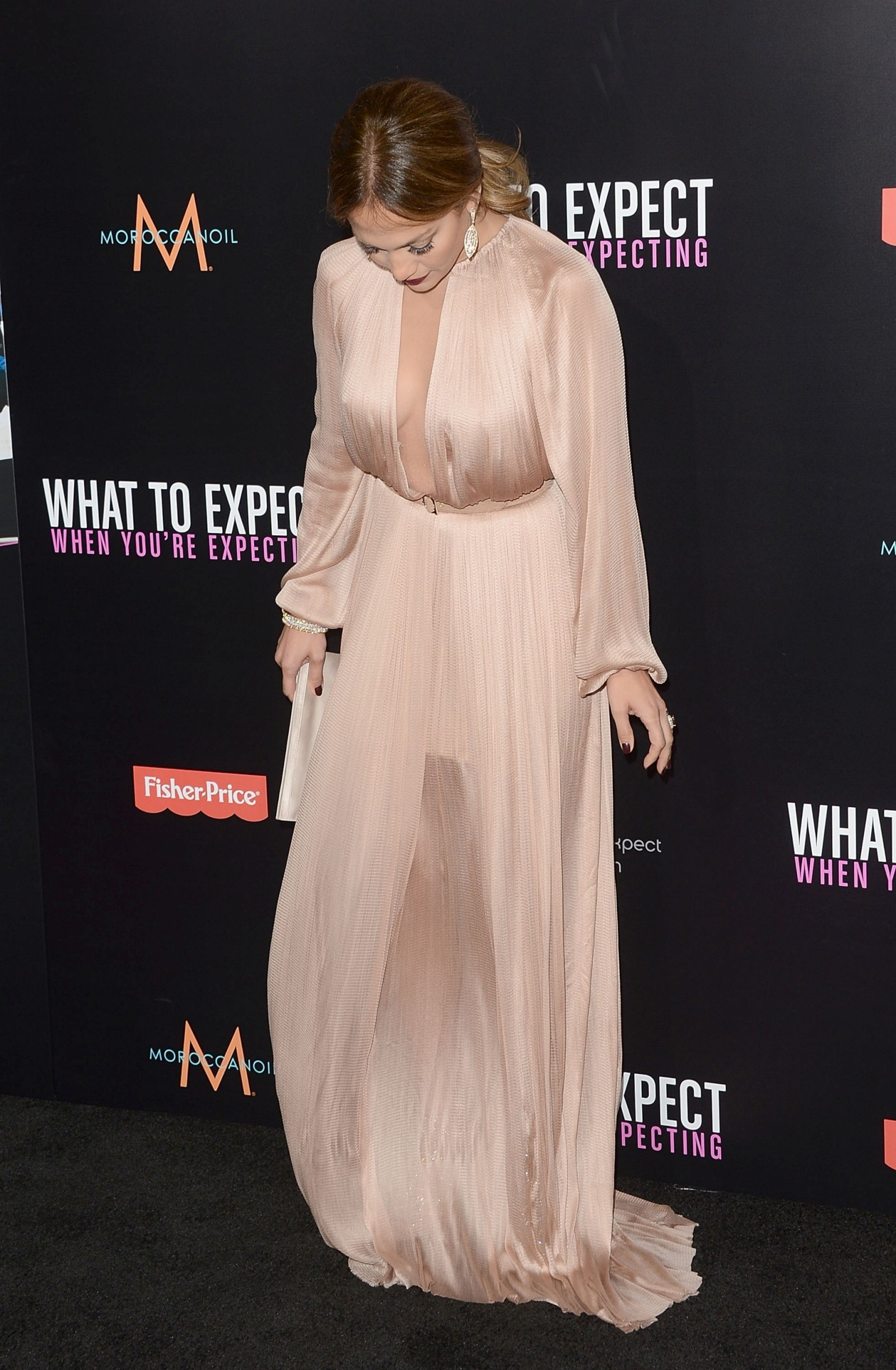 jennifer lopez @ what to expect when youre expecting