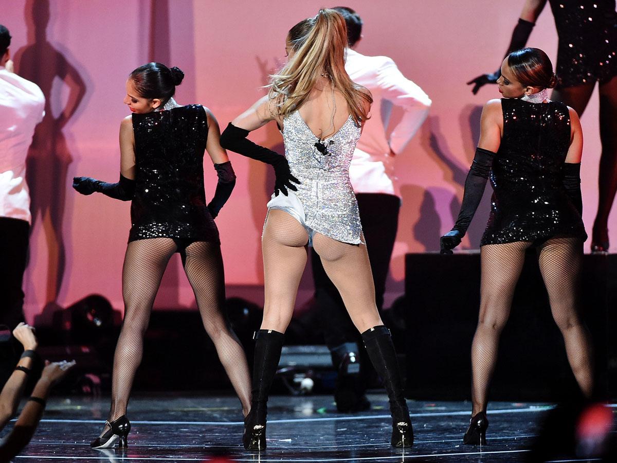 Jennifer Lopez  Fashion Rocks 2014 Performance -10 - Gotceleb-3590