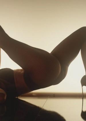Jennifer Lopez feat Iggy Azalea - Booty Teaser