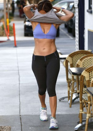 Jennifer Lopez in Leggings and Sports Bra -01
