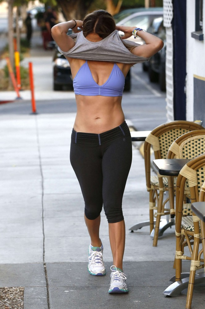Jennifer Lopez in Leggings and Sports Bra -01