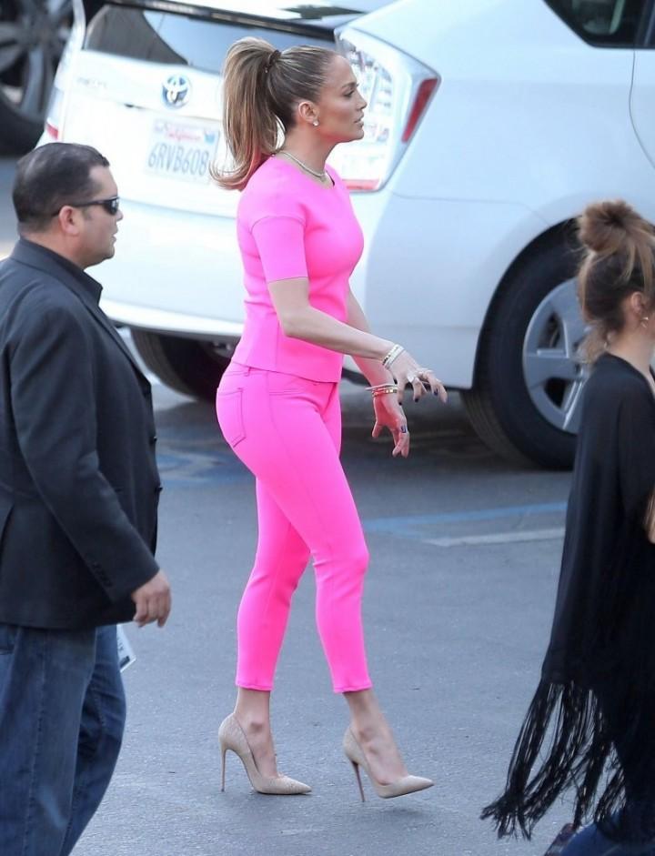 Jennifer-Lopez-at-American-Idol-studios-