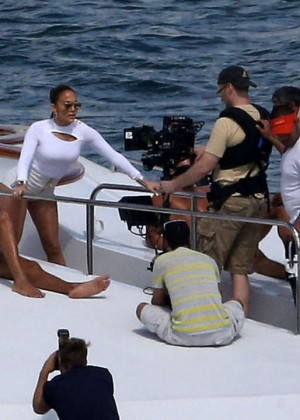 Jennifer Lopez Hot In White Shorts On A Yacht -02