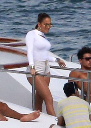 Jennifer Lopez Hot In White Shorts On A Yacht -06