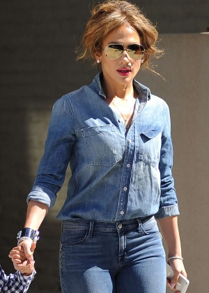 Jennifer Lopez in Jeans Leaving her apartment in Chelsea