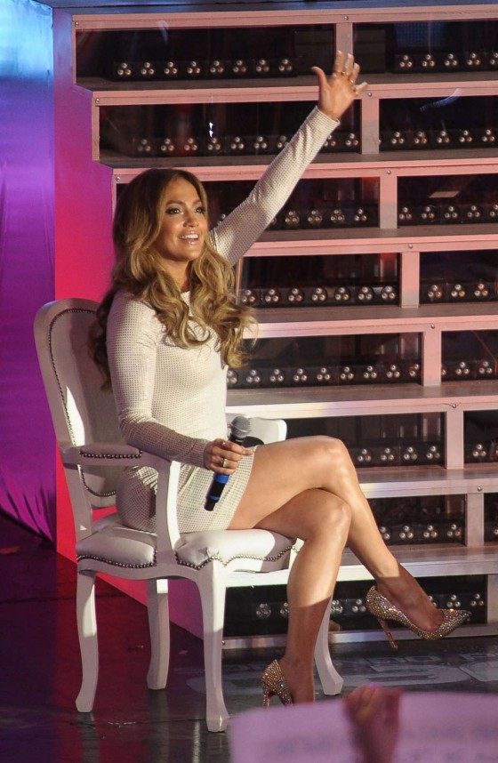 Jennifer Lopez – leggy, at TV show in Argentina-01
