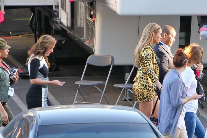 Jennifer Lopez: Leggy in Short Dress -01