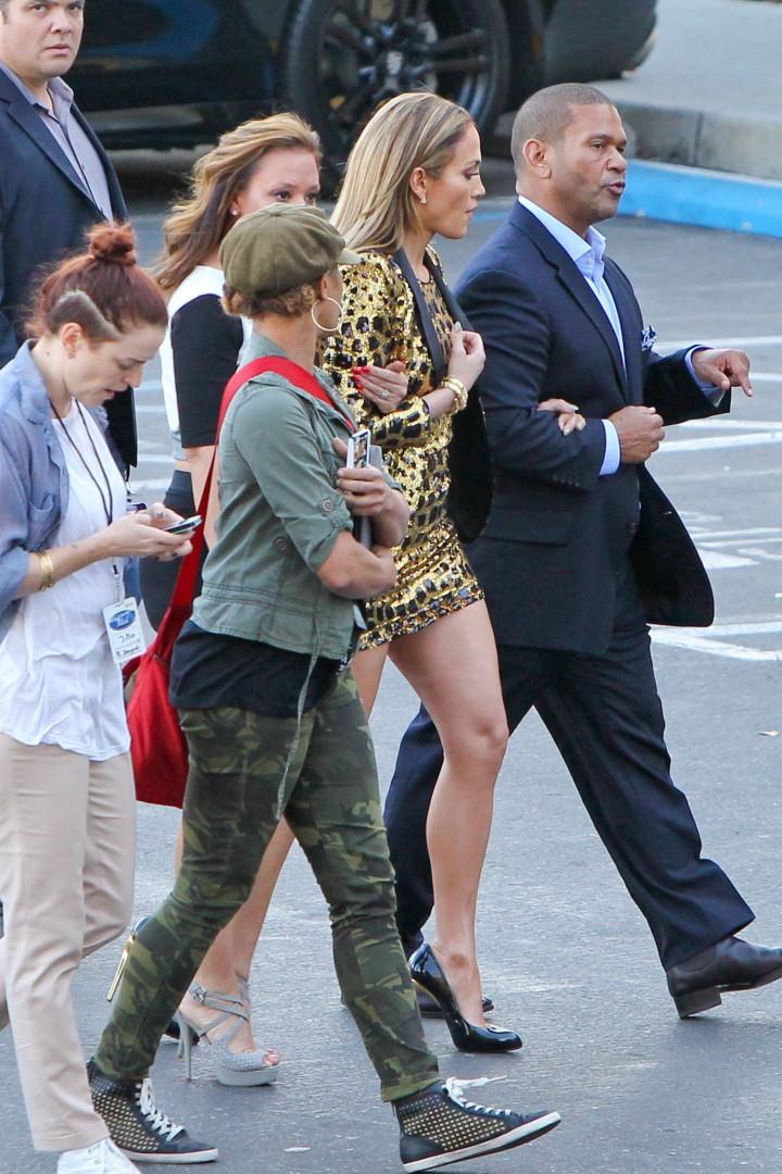 Jennifer Lopez: Leggy in Short Dress -02