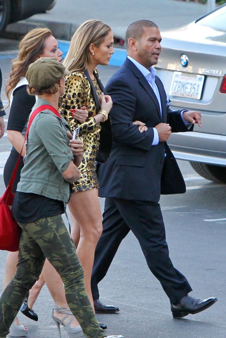Jennifer Lopez 2014 : Jennifer Lopez: Leggy in Short Dress -03