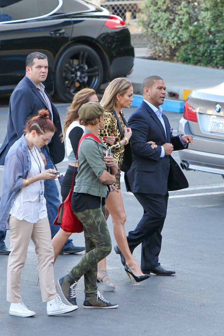 Jennifer Lopez: Leggy in Short Dress -05