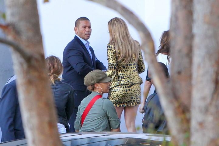 Jennifer Lopez: Leggy in Short Dress -07
