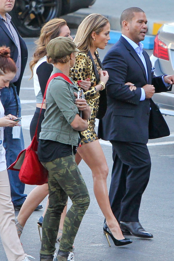 Jennifer Lopez: Leggy in Short Dress -09