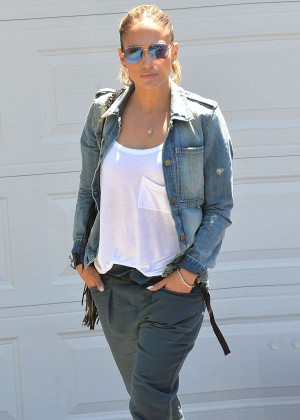 Jennifer Lopez - Out in Brentwood