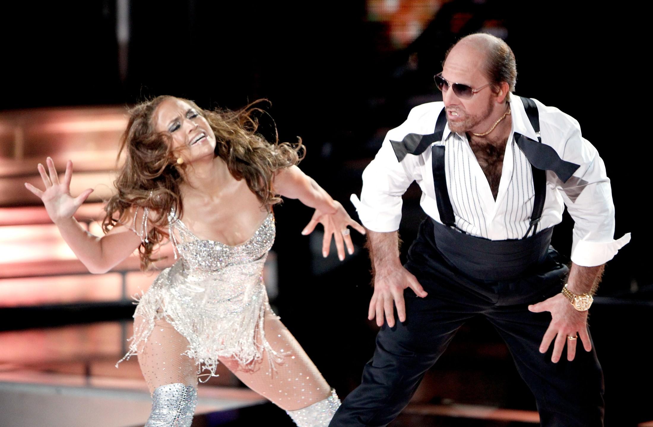 Jennifer Lopez 2010 : jennifer-lopez-performing-at-the-2010-mtv-movie-awards-02