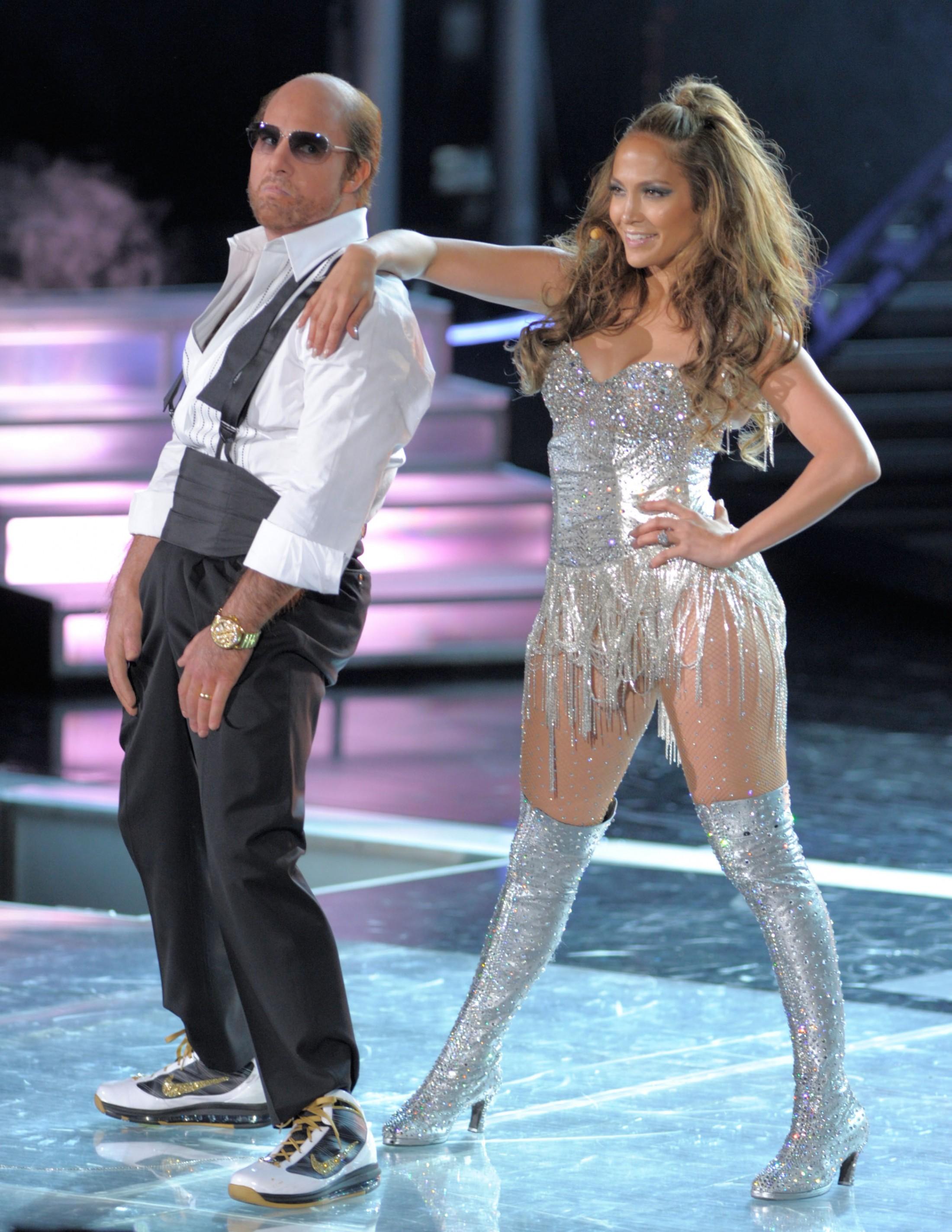 Jennifer Lopez 2010 : jennifer-lopez-performing-at-the-2010-mtv-movie-awards-05