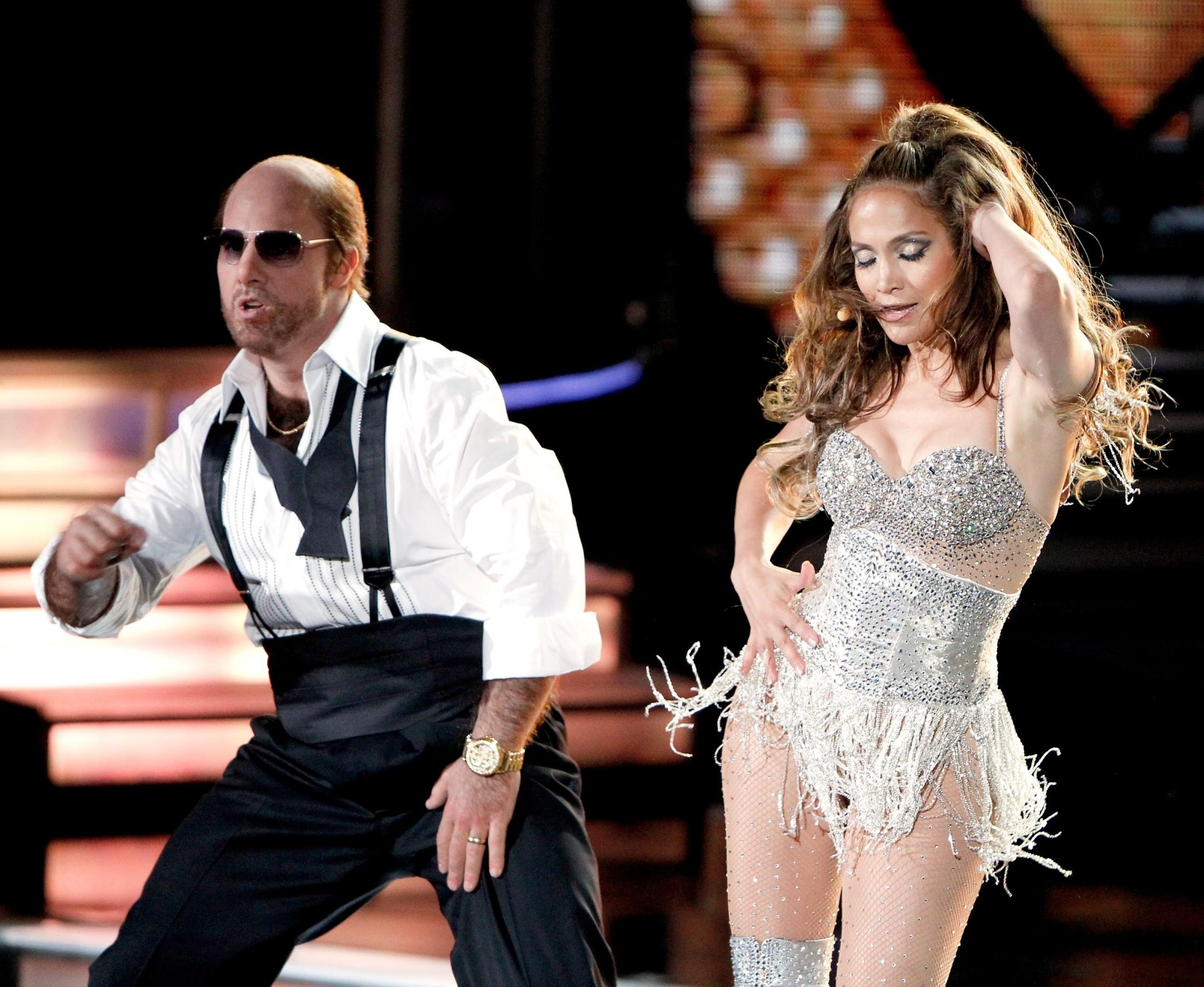 Jennifer Lopez 2010 : jennifer-lopez-performing-at-the-2010-mtv-movie-awards-06