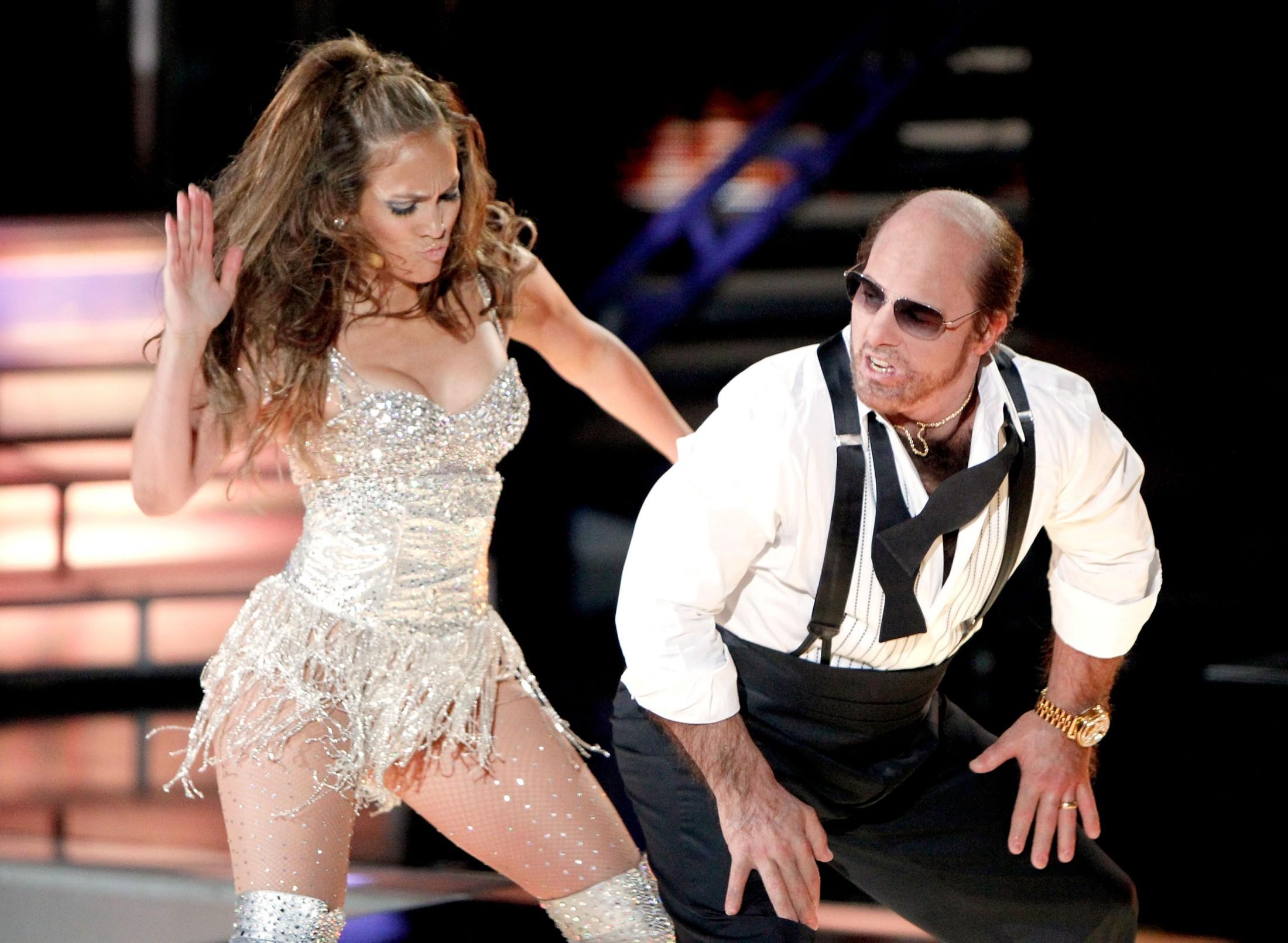 Jennifer Lopez 2010 : jennifer-lopez-performing-at-the-2010-mtv-movie-awards-09