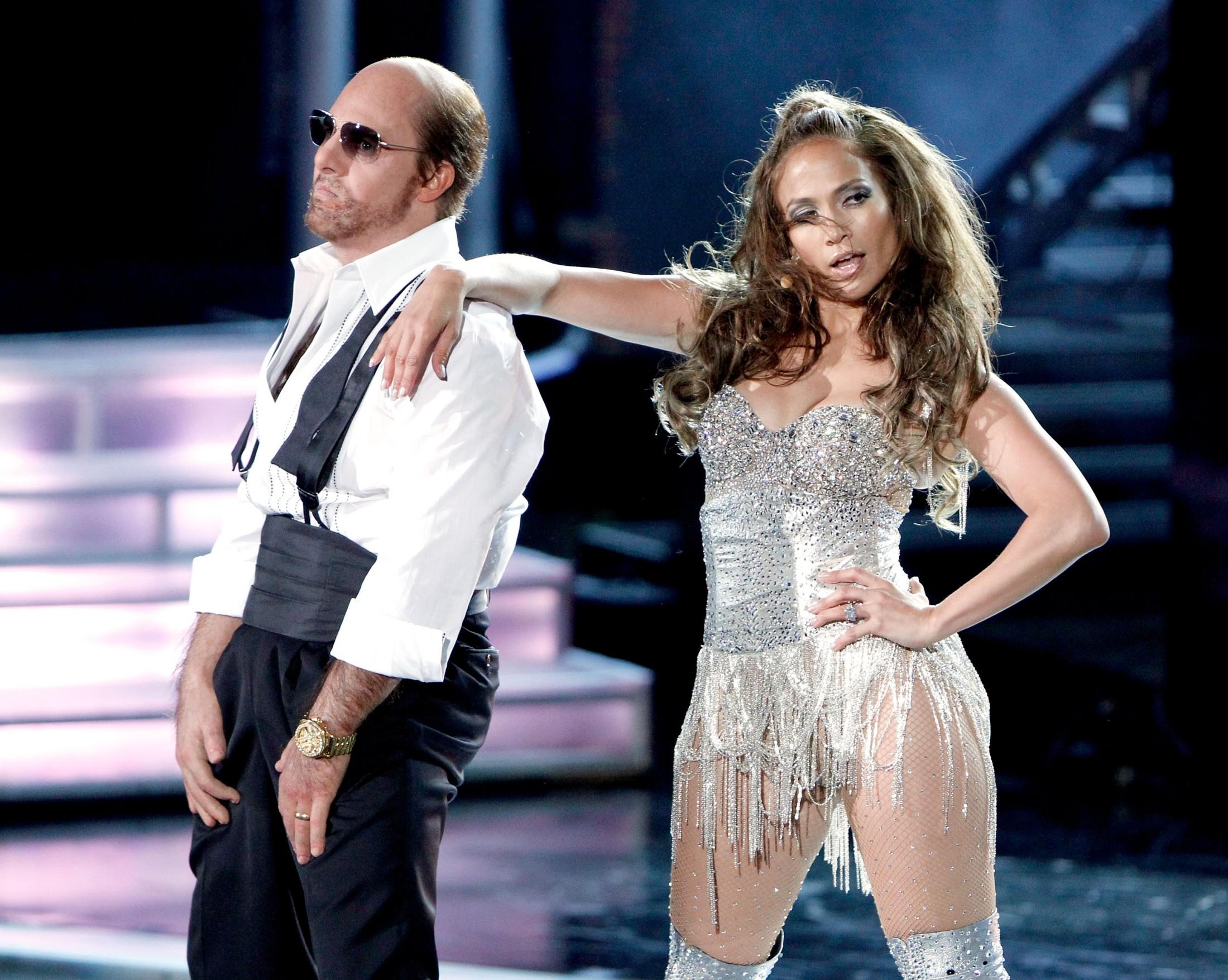 Jennifer Lopez 2010 : jennifer-lopez-performing-at-the-2010-mtv-movie-awards-10