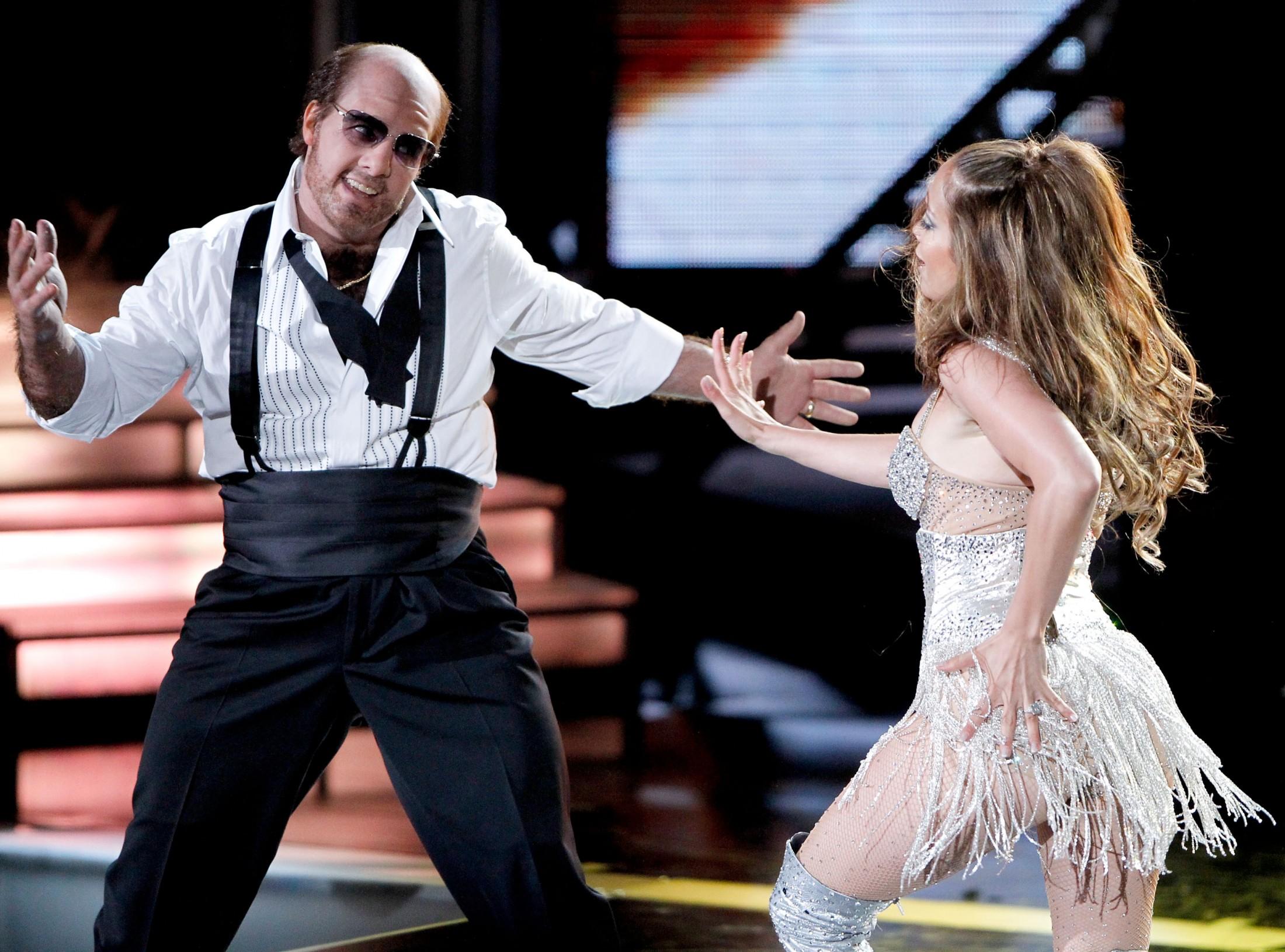 Jennifer Lopez 2010 : jennifer-lopez-performing-at-the-2010-mtv-movie-awards-11