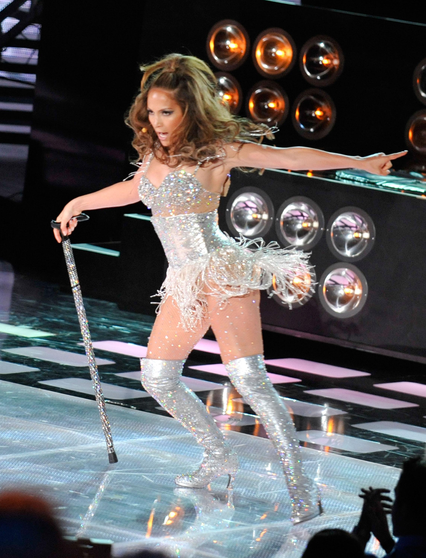 Jennifer Lopez 2010 : jennifer-lopez-performing-at-the-2010-mtv-movie-awards-14