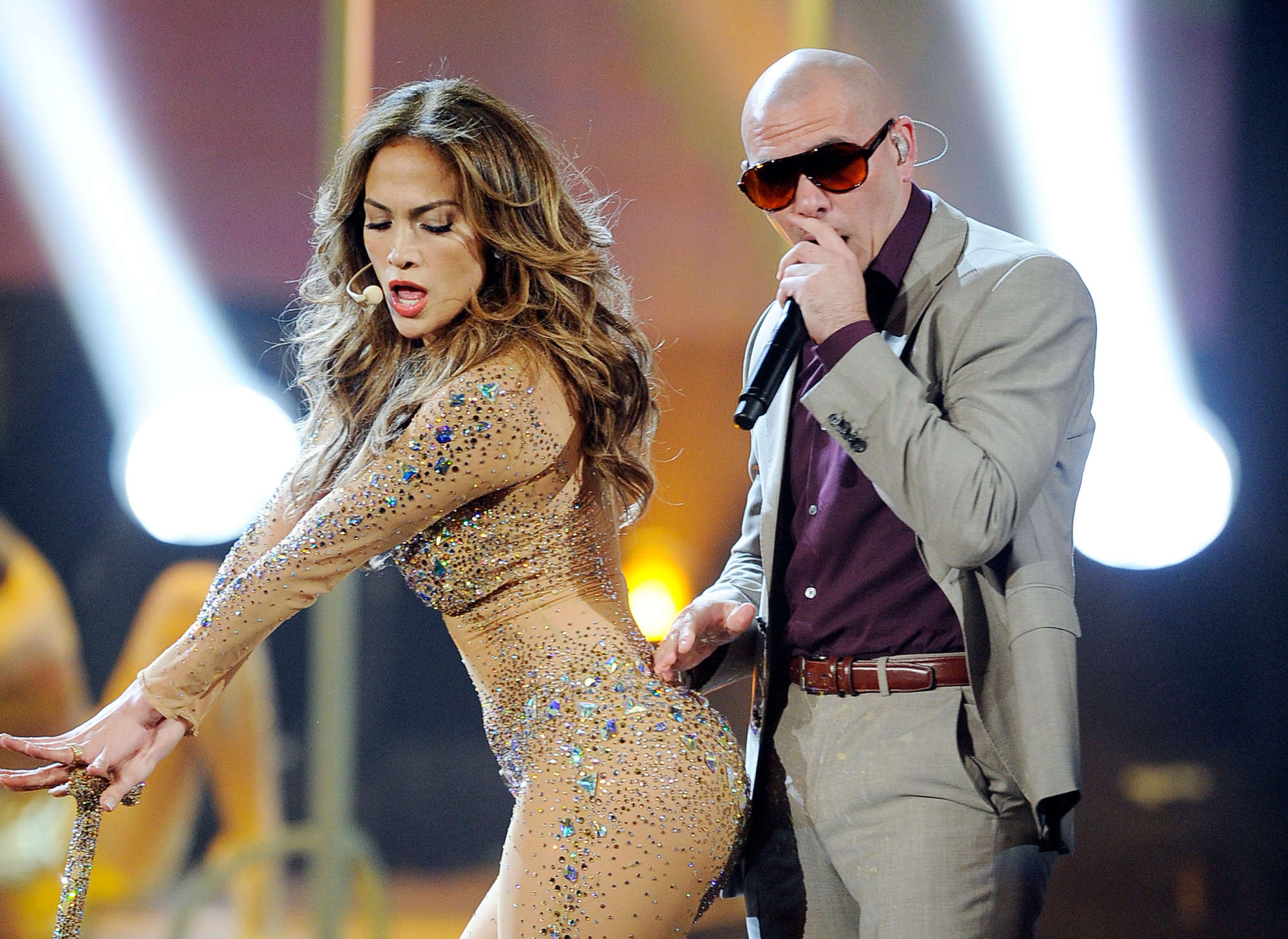 http://www.gotceleb.com/wp-content/uploads/celebrities/jennifer-lopez/performing-at-the-american-music-awards-in-la/Jennifer%20Lopez%20-%20Hot%20at%202011%20American%20Music%20Awards%20in%20LA-06.jpg