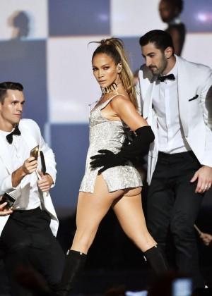 Jennifer Lopez Performs Live at 2014 Fashion Rocks -02