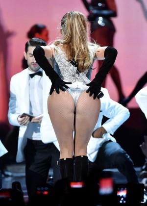 Jennifer Lopez Performs Live at 2014 Fashion Rocks -03